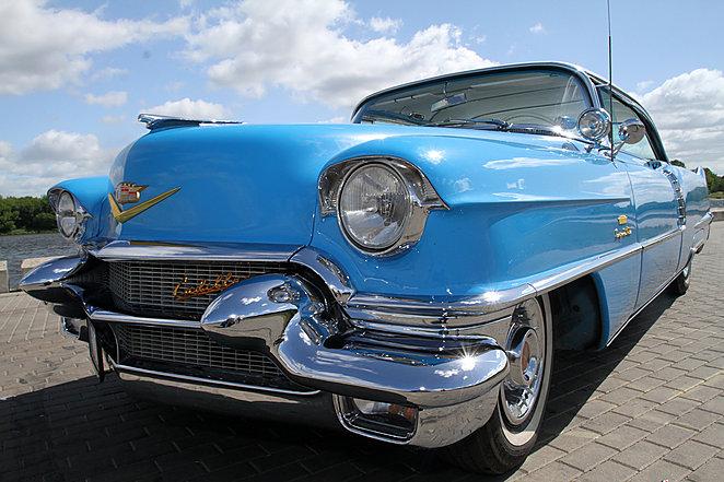 (Lietuvių) 1956 Cadillac Deville